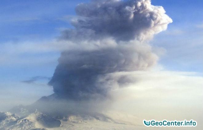 Камчатские вулканы  Безымянный и Шивелуч  произвели извержения в один день