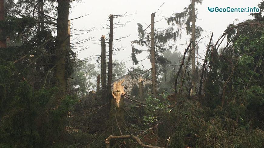 Последствия торнадо в департаменте Верхняя Луара, Франция август 2017 года