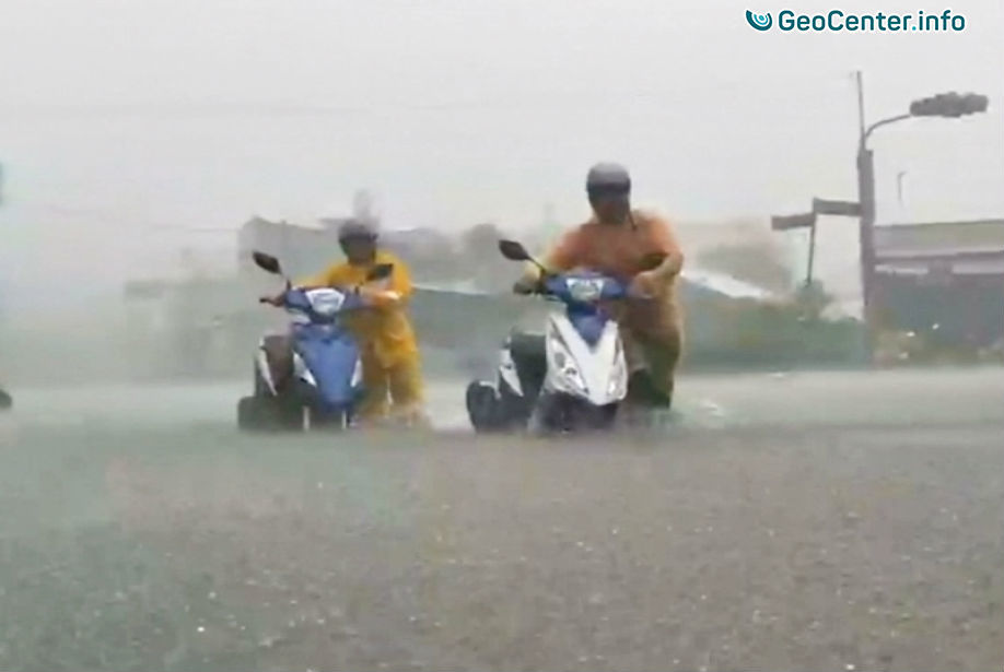 ГлавнаяВсе новостиУраганы, циклоны, тайфуны, буриТайфун «Несат» обрушился на Тайвань, июль 2017 Тайфун «Несат» обрушился на Тайвань, июль 2017