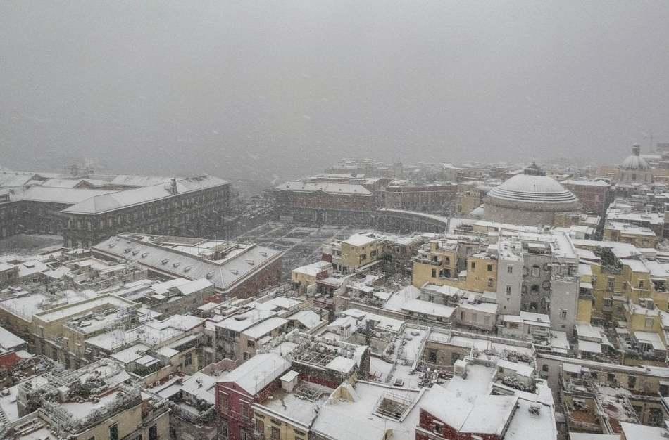 Снегопады идут по Италии, февраль 2018 г.