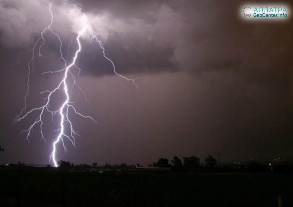 Тысячи молний в Андхра-Прадеш (Индия), 2 мая 2018 г.
