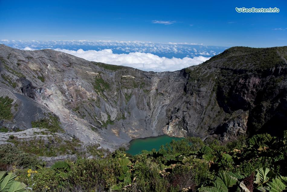 Вулканические и тектонические толчки на вулкане Ирасу (Южная Америка)