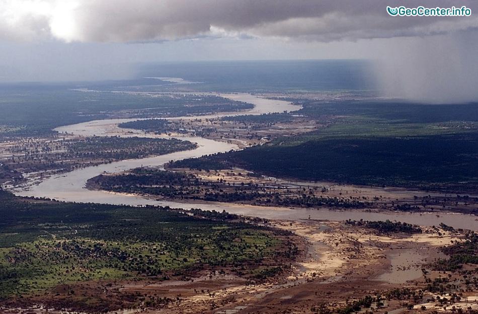 Наводнения в Лимпопо и Мпумаланга (ЮАР)