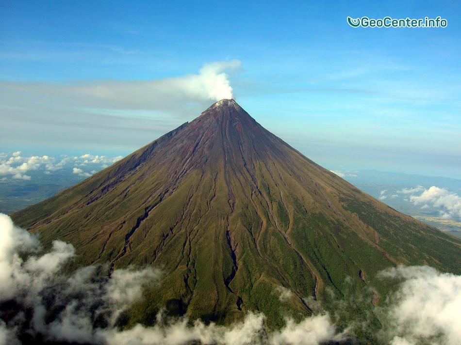 На Филиппинах пробуждается опасный вулкан Майон