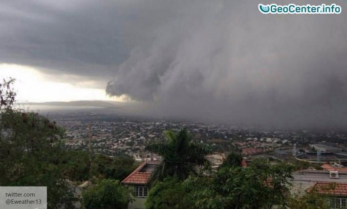 Ураган Николь достиг Бермудских островов
