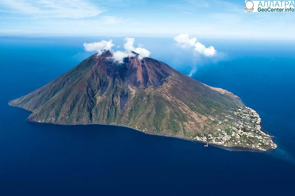 Извержение вулкана Стромболи и серия землетрясений в Италии 24-25 апреля 2018 г.