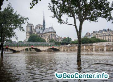 В Париже ливень затопил метро, июль 2017