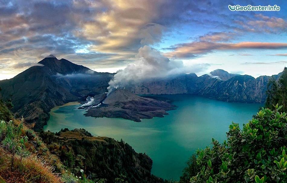 В Индонезии активизировалась эруптивная деятельность вулкана Ринджани