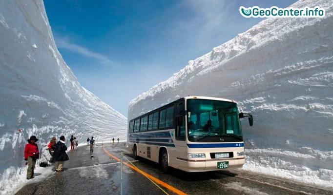 Снегопады, извержение вулкана и лавина в Японии