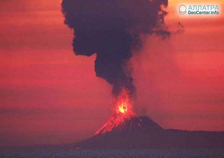 Активировался индонезийский вулкан-остров Анак-Кракатау, сентябрь 2018 г.