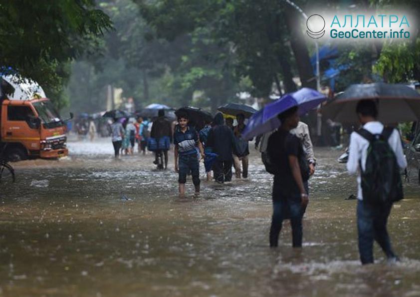Буря в Индии, июнь 2018