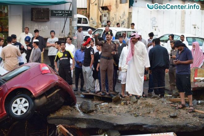 Потоп в городе Эт-Таиф, Мекка, Саудовская Аравия.