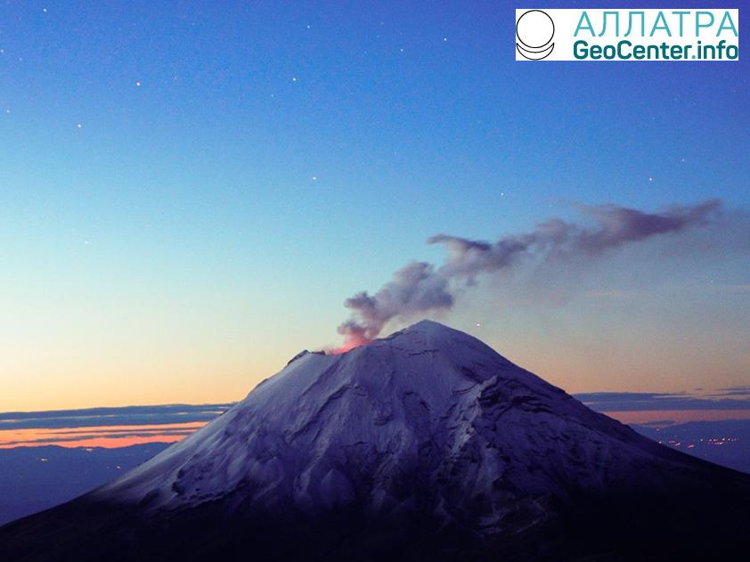 В Японии начал извергаться вулкан Симмоэ, март 2018