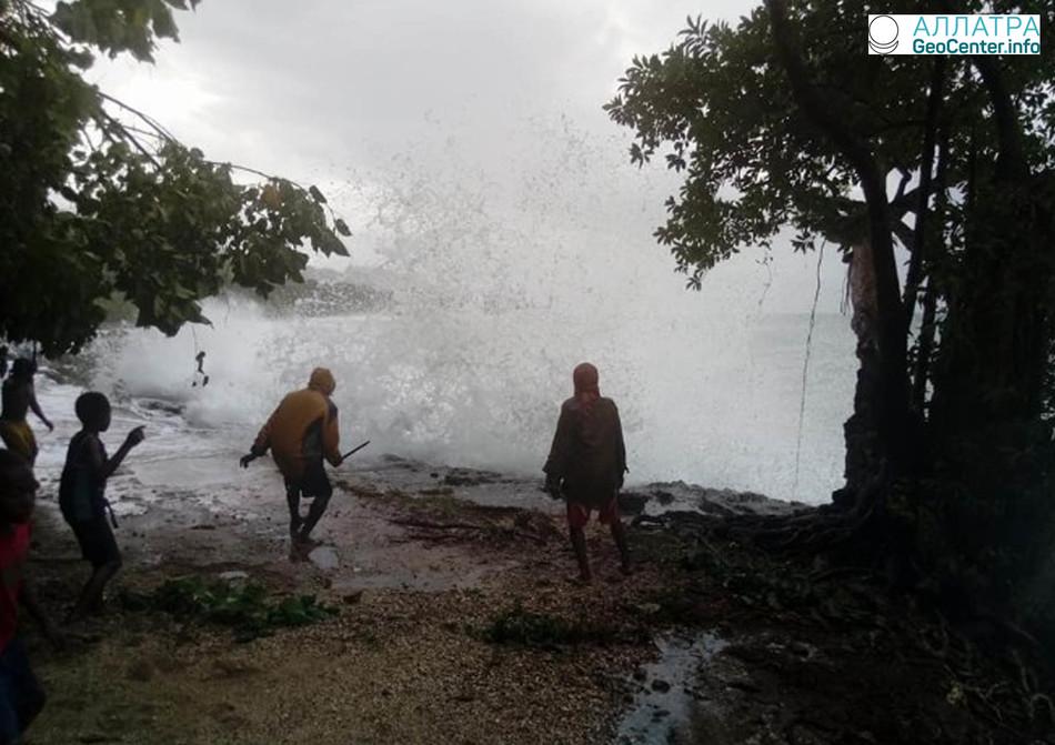 7 марта тропический циклон «Хола»  достиг  Вануату