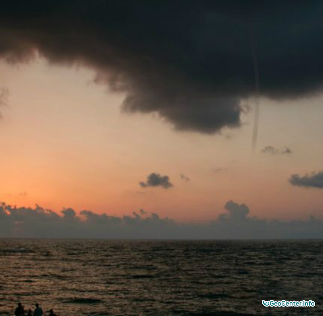 У берегов Италии пронёсся смерч в июле 2016