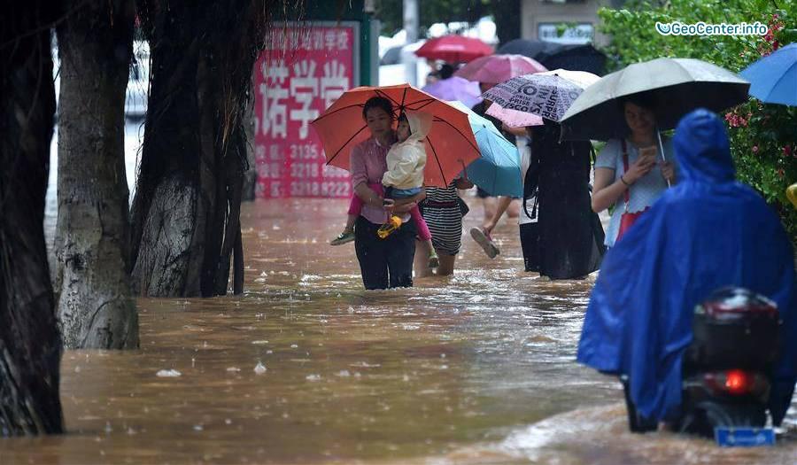 Тайфун «Дяньму» обрушился на южные китайские провинции
