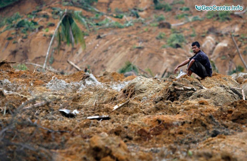 Очередной грязе-каменный поток сошёл с вулкана Синабунг