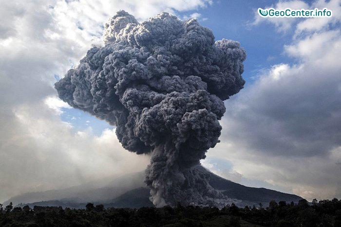 Вулкан Турриальба произвел серию взрывов с образованием столбов пепла высотой до 4000 метров