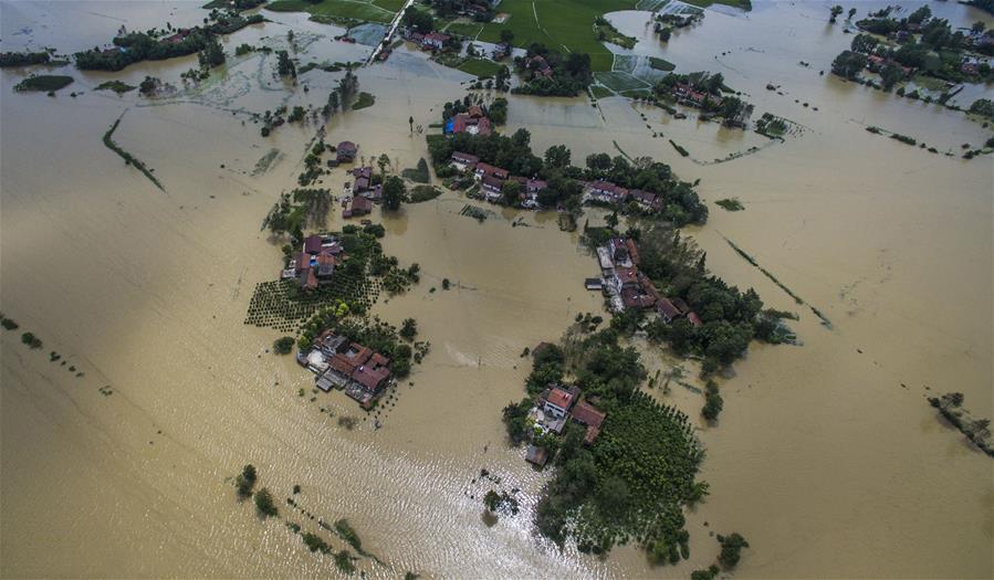 В провинции Хубэй (Китай) эвакуированы 34 тысячи человек из-за прорыва дамбы