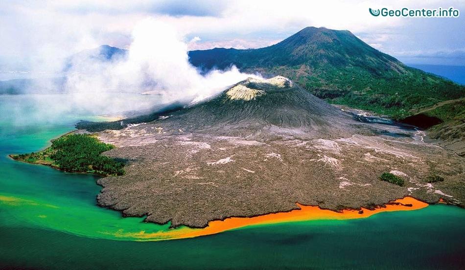 В Океании активизировались два вулкана