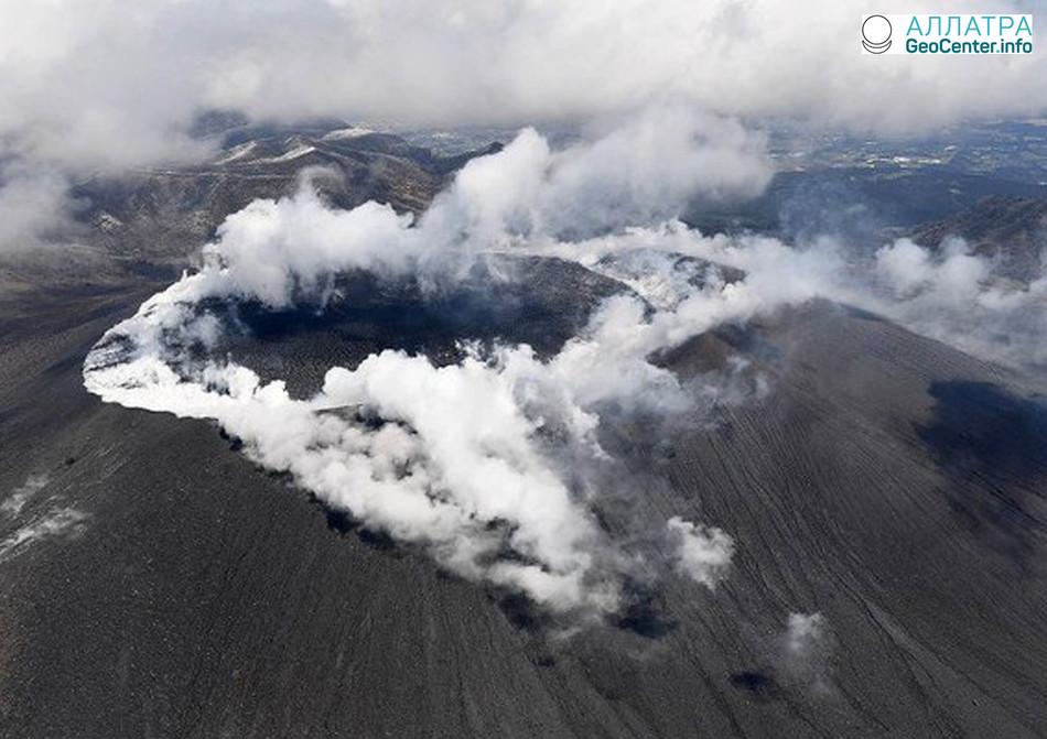 Извержения вулкана в Японии, март 2018 г.