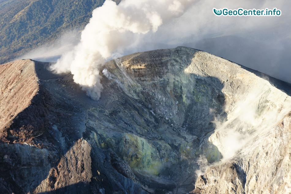 Продолжительная эруптивная деятельность на вулкане Турриальба