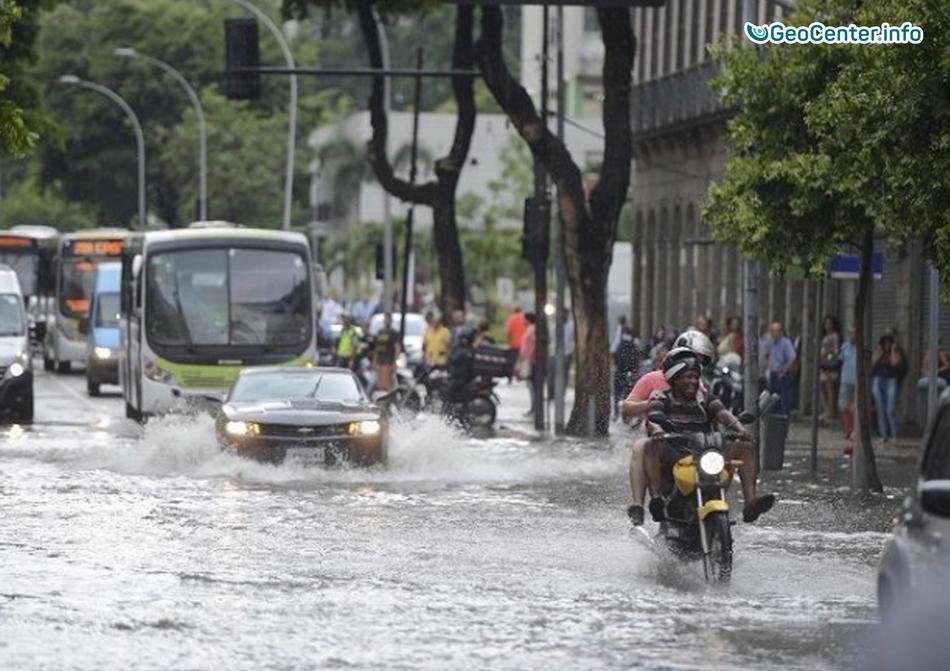Сильный ливень в Рио-де-Жанейро нарушил привычный ритм жизни горожан