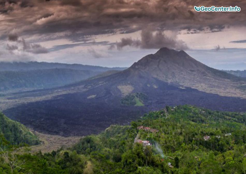 Вулкан Агунг подает признаки пробуждения, Бали, Индонезия, сентябрь 2017 года