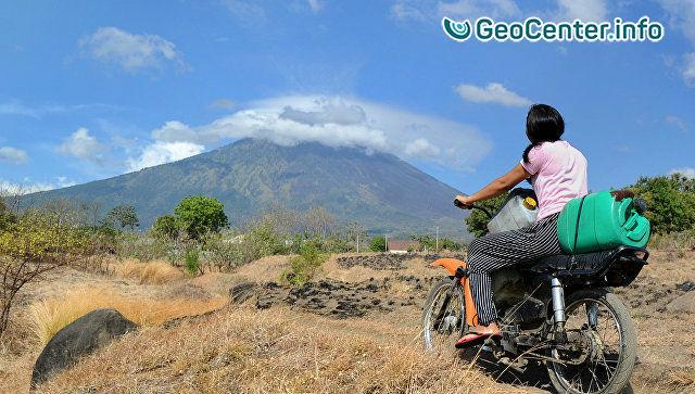 Мощное извержение вулкана Агунг на Бали, 21 ноября 2017