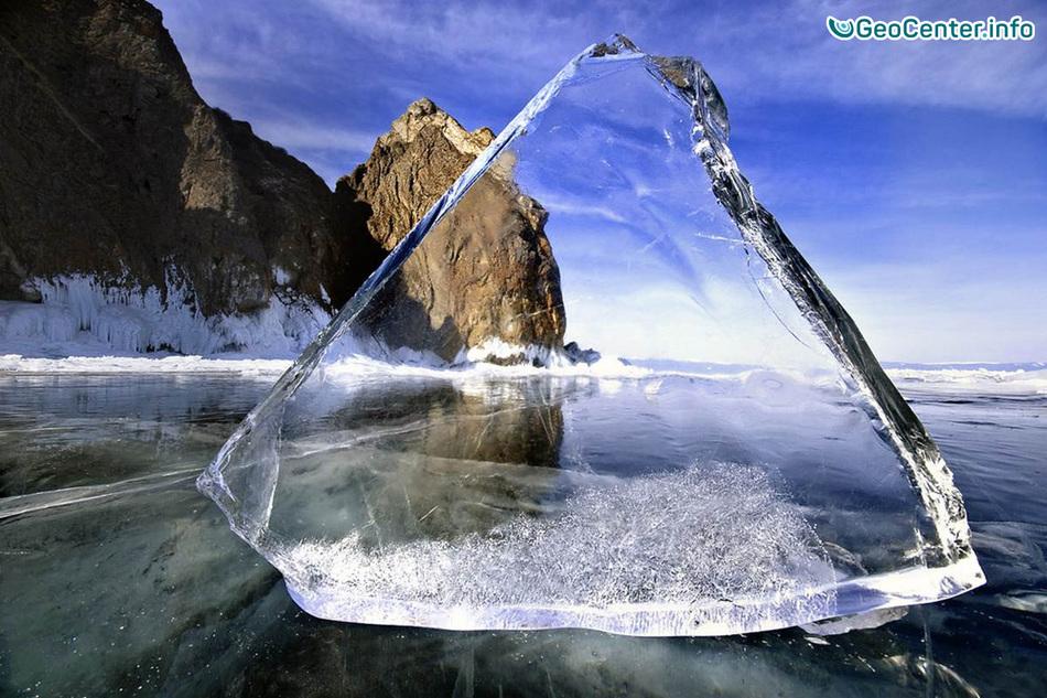 Огонь из-под льда озера Байкал