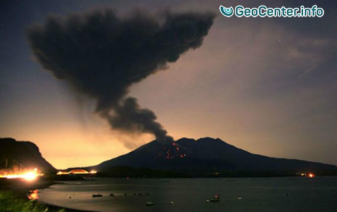 Пеплопад в Японии: проснулся вулкан Симмоэ, октябрь 2017