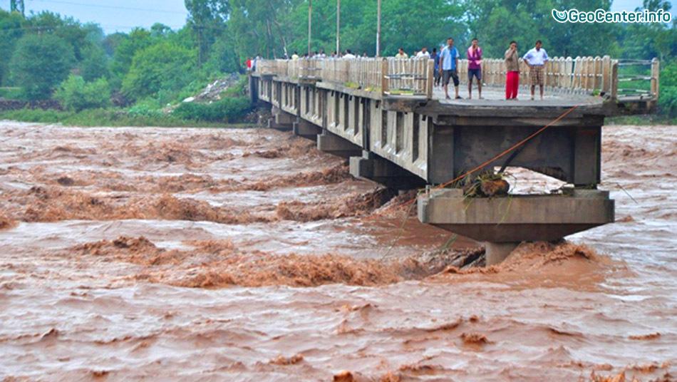 Обрушение моста в Индии, 4 августа