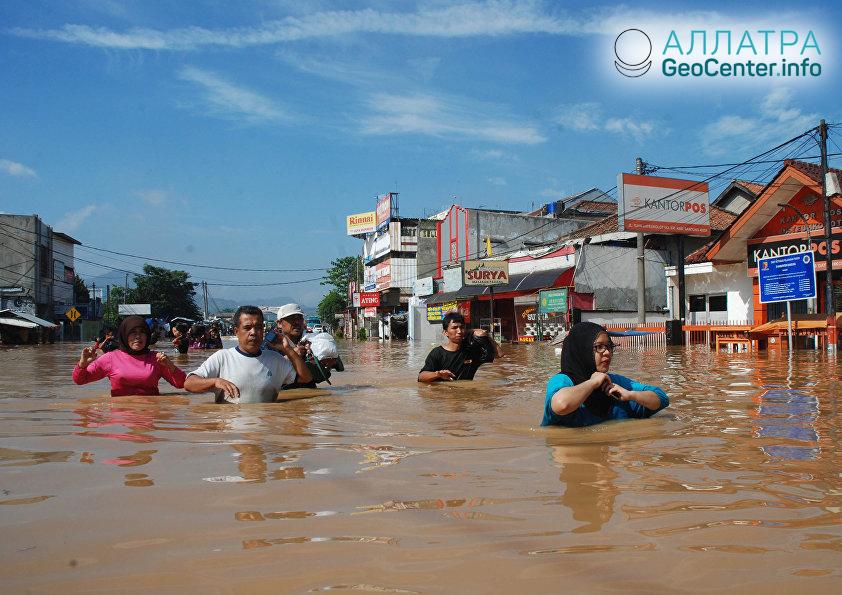 Наводнения и оползни в Индонезии, октябрь 2018