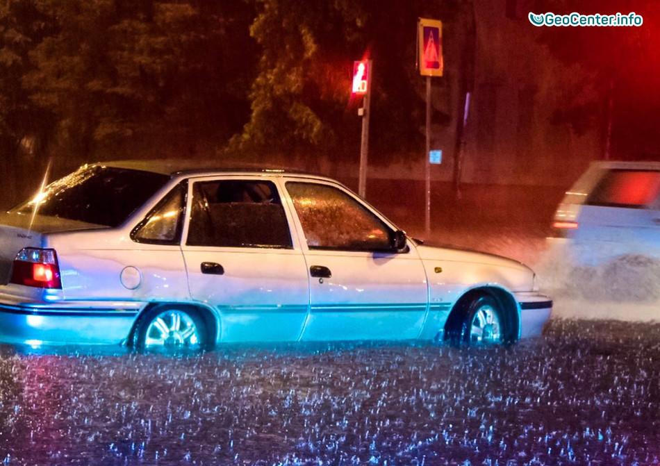 Грозовой фронт, наводнения и ливни в Волгограде, Великом Новгороде и в Брянске, Россия, 29 июля 2017 года
