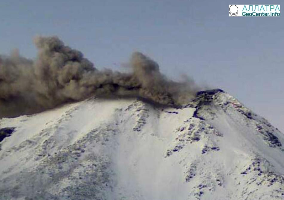 Буйство вулкана Невадос-де-Чильян, Чили,