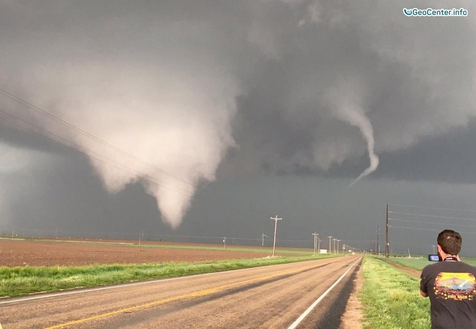 Торнадо и град в нескольких штатах США