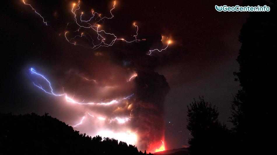 Над ураганом «Мэттью» в грозовых облаках зафиксировали группу красных спрайтов