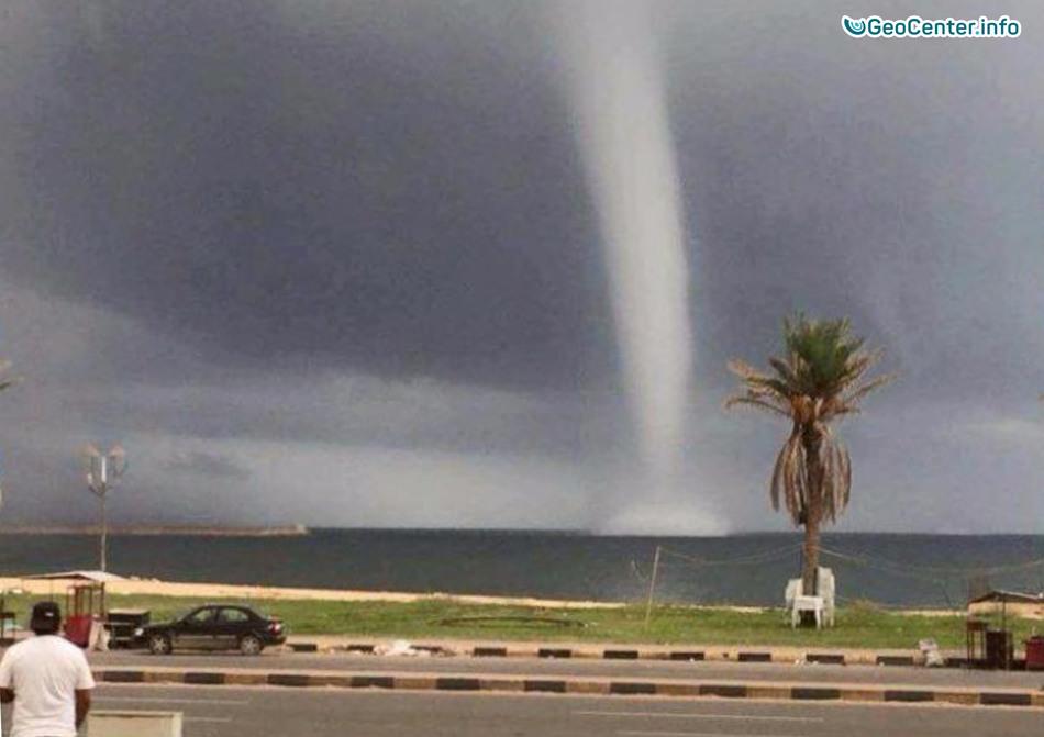 От северной Африки до Италии разгулялась непогода, октябрь 2017