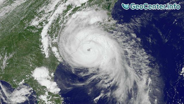 """Ураган """"Мэтью"""" в Карибском море набрал 1 октября силу максимальной 5-й категории и начал ослабевать"""