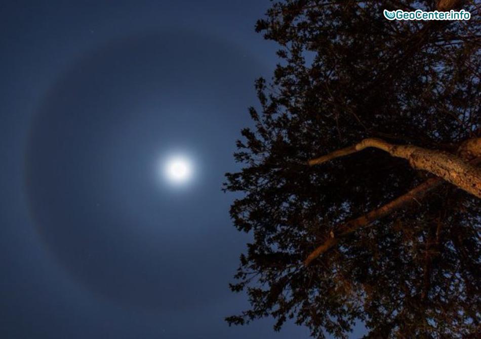 Удивительное двойное лунное гало наблюдали в небе над Нью-Гэмпширом, США