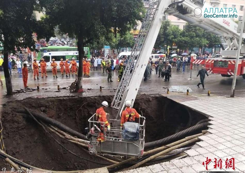 Огромный провал грунта в Китае, октябрь 2018 г.