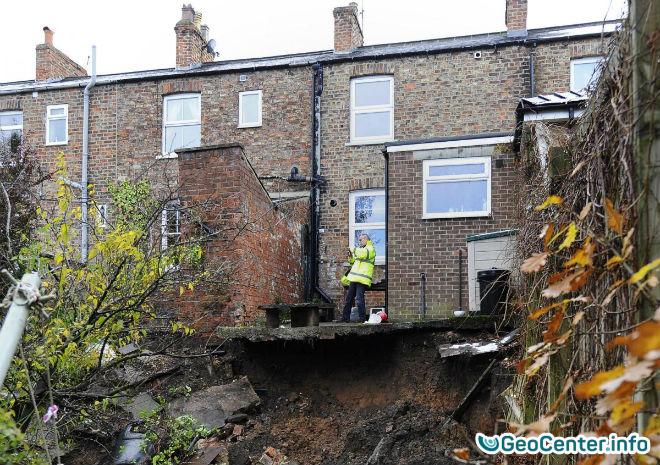 На севере Англии в Йоркшире образовался огромный провал грунта