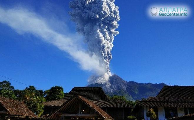 Активность вулкана Мерапи на острове Ява продолжается.