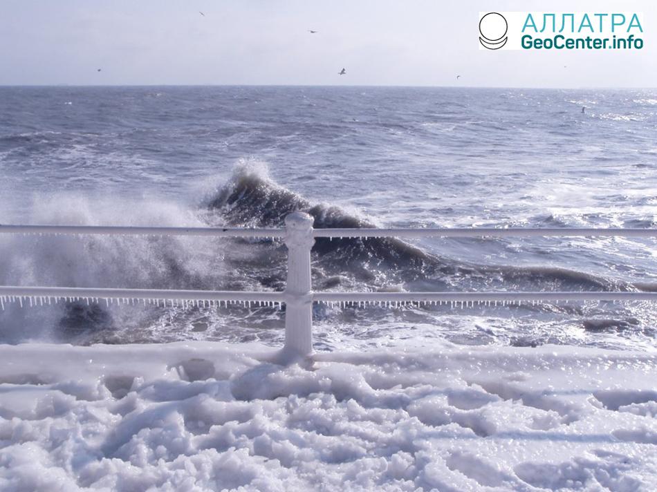 Повышение уровня воды в Азовском море, Украина, февраль 2018