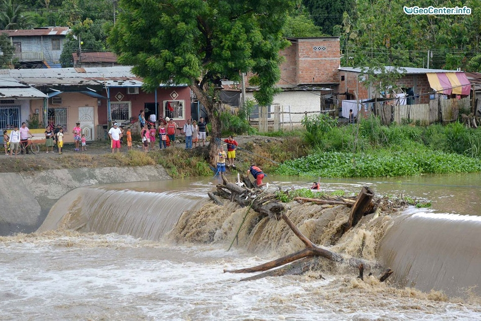 Наводнение в Эквадоре (Центральная Америка)