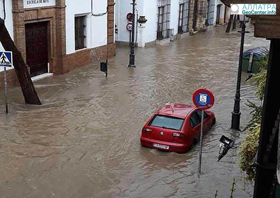 """На Испанию обрушился шторм """"Феликс"""", март 2018 г."""