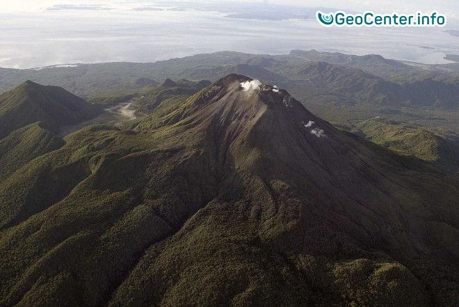 Геологи зафиксировали паровое извержение на вулкане Булузан