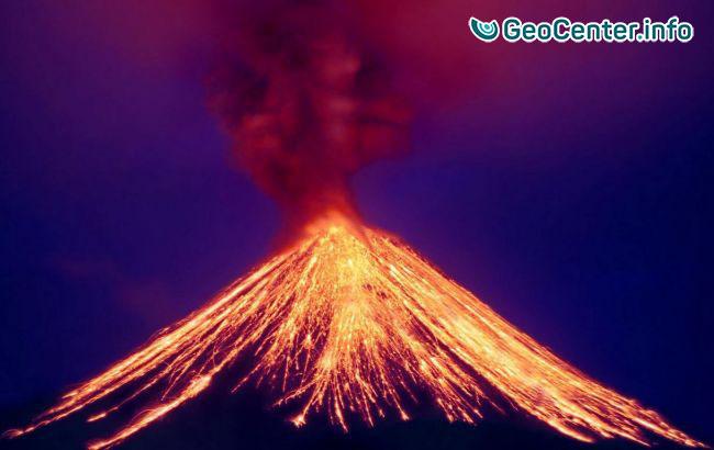 Мексиканский вулкан Колима продолжает активно извергаться