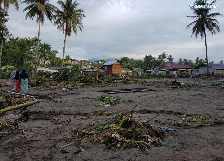 Паводок на острове Суматра, Индонезия