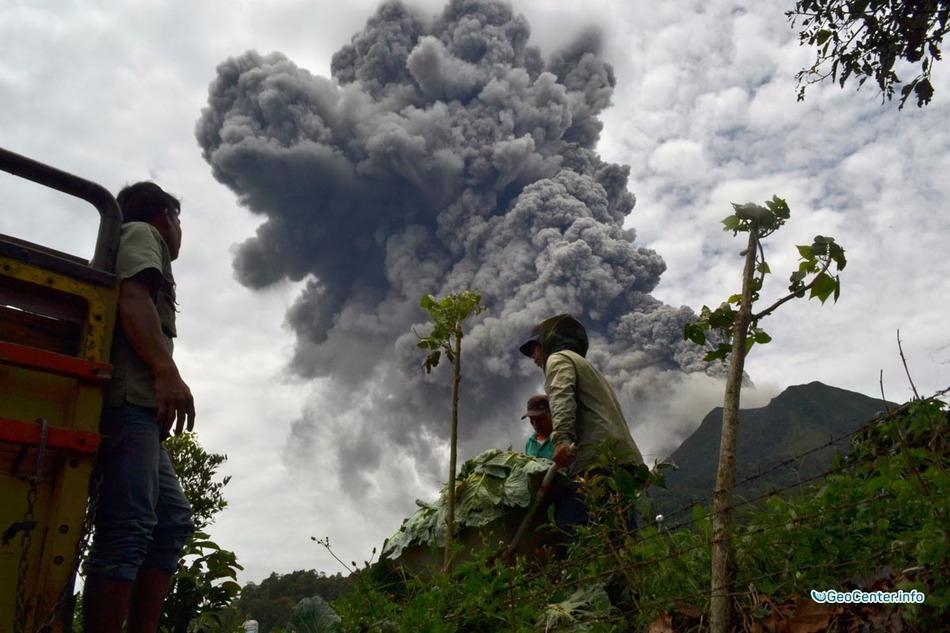 Индонезия: извержение вулкана Синабунг в августе 2016
